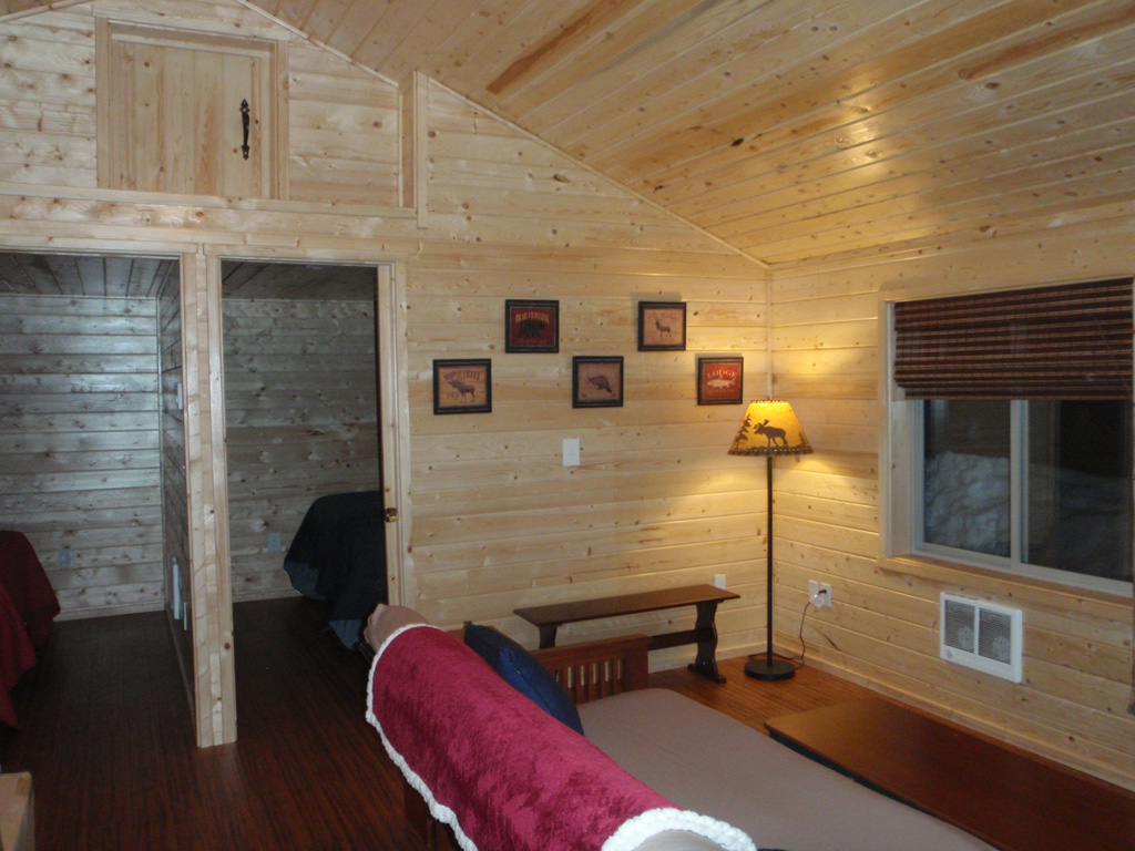 Cabin living room reclusive moose cabins for Reclusive moose cabins