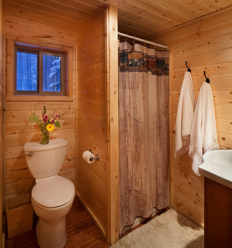 Reclusive moose cabin photos galleries reclusive moose for Cabin bathroom ideas